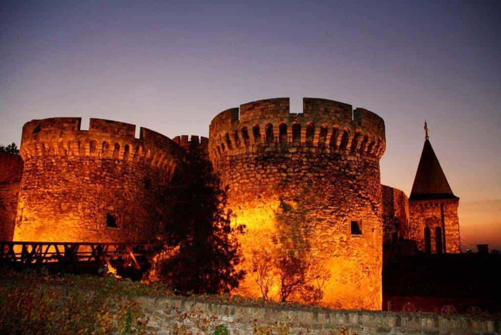 Столица Сербии ночью