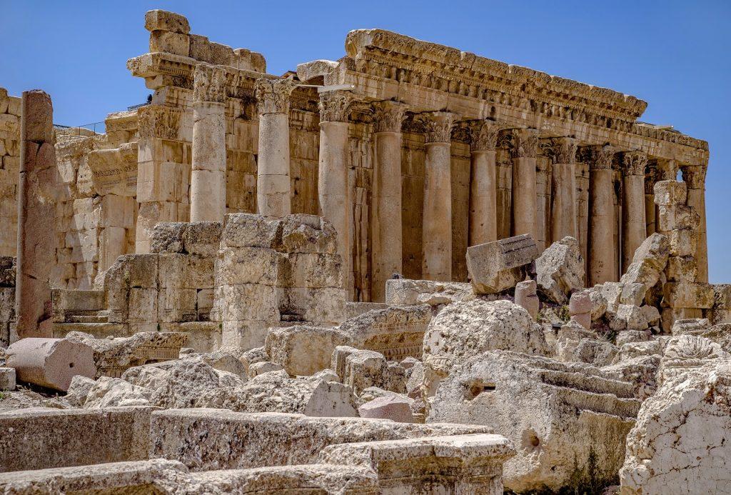 На фото: древнегреческий храм Вакха.