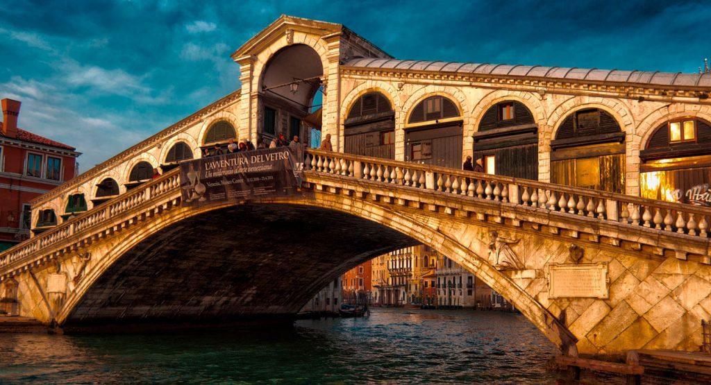 Мост между островами в Венеции