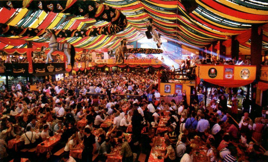 Октоберфест - ежегодный пивной фестиваль в Германии