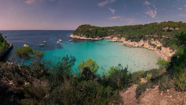 Испания: остров Менорка, пляж Кала-Митьяна