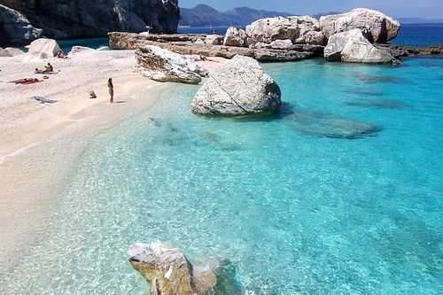 Италия: побережье Сардинии, пляж Кала Луна