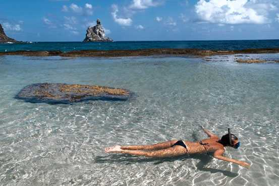 Бразилия: остров Фернандо-де-Норонья, пляж Байя-ду-Санчо